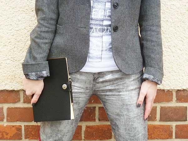 Punk Chic Styling mit Metallic Trend Detail Hose und Blazer