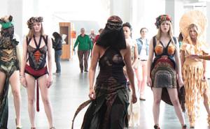Tie or Die - Zweitsemester Studenten der Esmod Modeschule Berlin inszenieren Krawatten neu