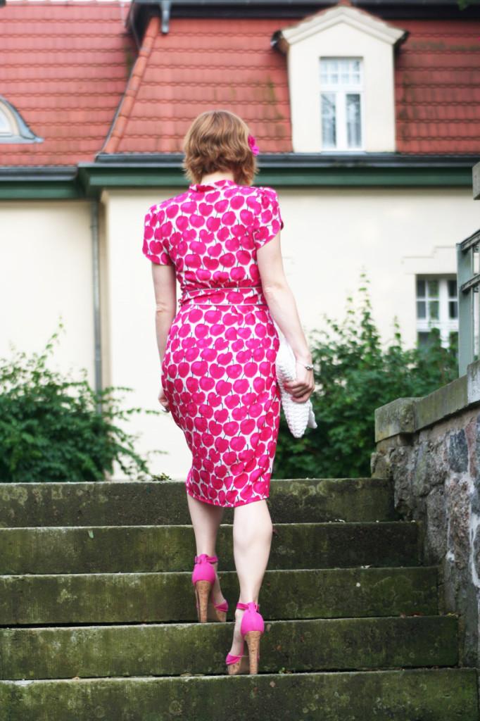 Streetstyle Blogger Look angie_modeverliebt trägt Lena Hoschek Dress Seniora Pink Apple