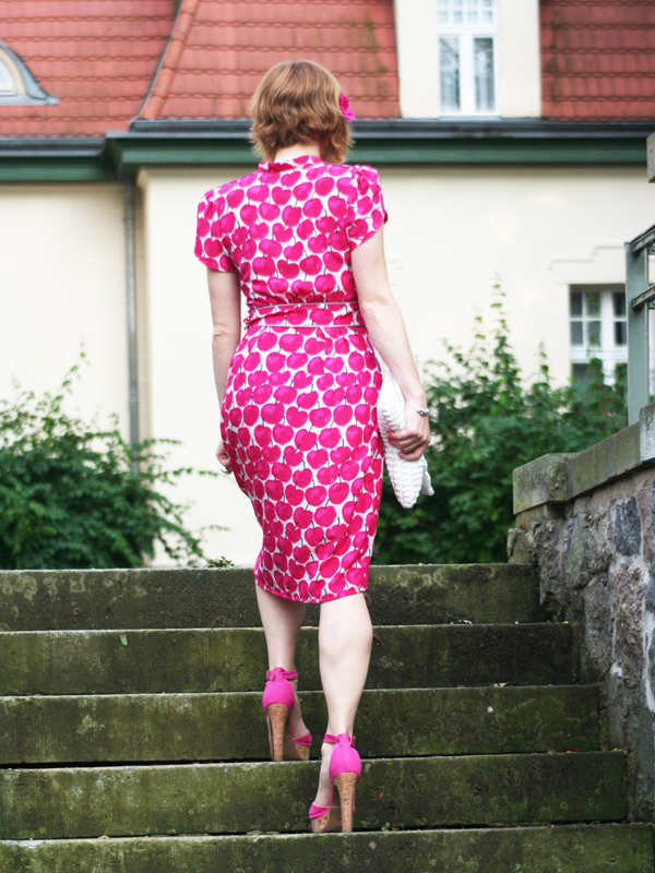 Streetstyle Blogger Look angie_modeverliebt trägt Lena Hoschek Dress Seniora Pink Apple